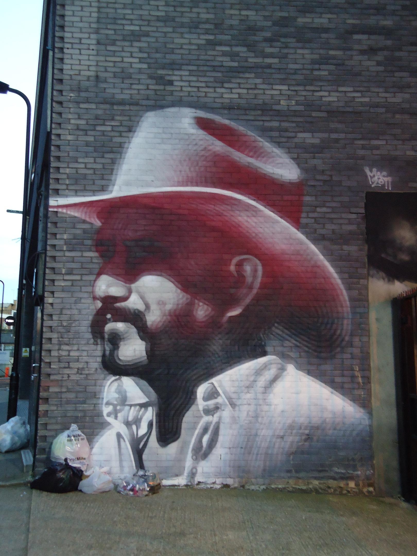 Hewett Street, Vaquero con sombrero rosa
