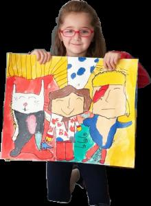 foto de Alicia con dibujo inmersión en clase de pintura